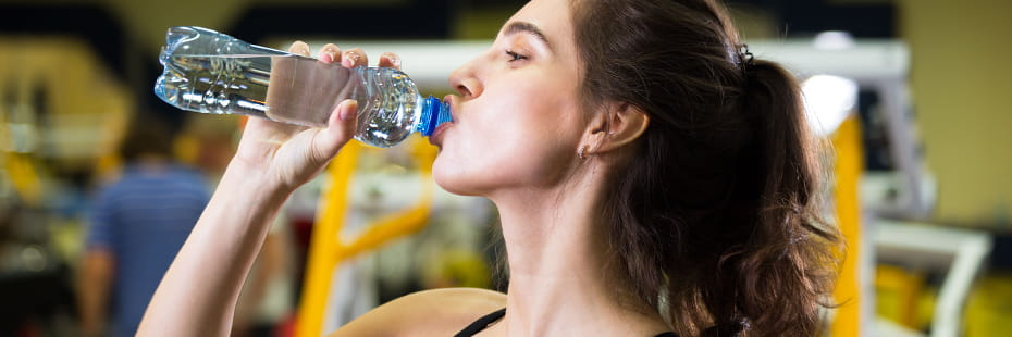 Fitness-woman-drinking-water-from-bottle