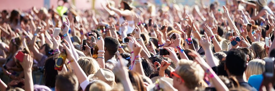 large-crowd-at-a-music-festival