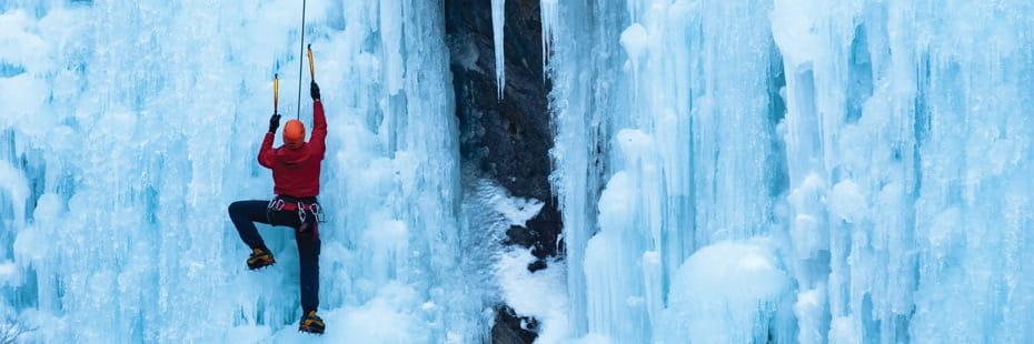 man-climbing-ice-wall-in-Ouray-Colorado-