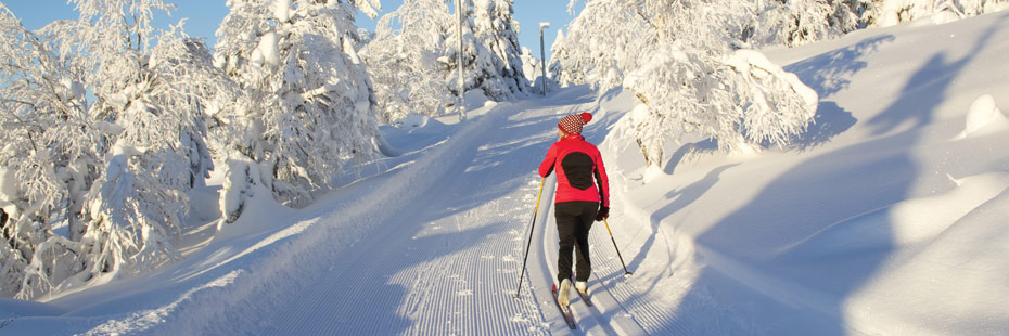 woman-cross-country-skiing