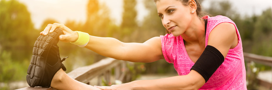 woman-stretching-mid-run