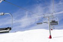 lift-chairs-at-a-Colorado-ski-resort