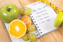 notebook-with-resolutions-and-healthy-food