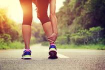 woman-runner-holds-her-injured-leg (2)
