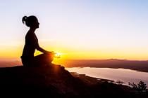 woman-silhouette-yoga-mountain-sun (2)