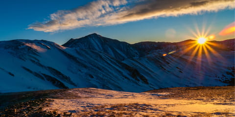 Colordo-sunrise-over-mountains