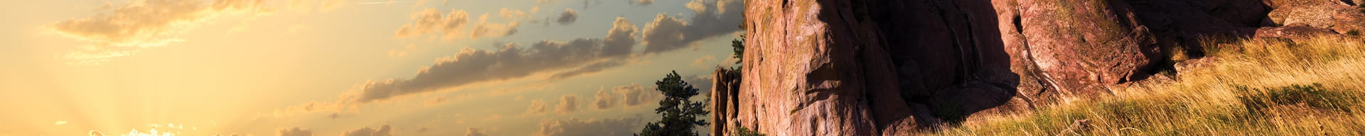sunrise-reflecting-on-Colorado-rock-formation